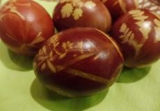 Batikovaná vajíčka aneb barvíme přírodními barvivy